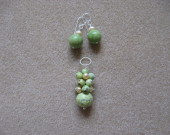 Chrisoprase and freshwater pearls earrings and pendant set