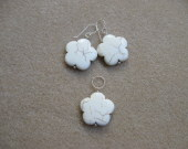 Magnesite earrings and pendant set
