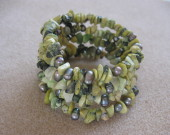 Chrysoprase chips and freshwater pearls memory bracelet