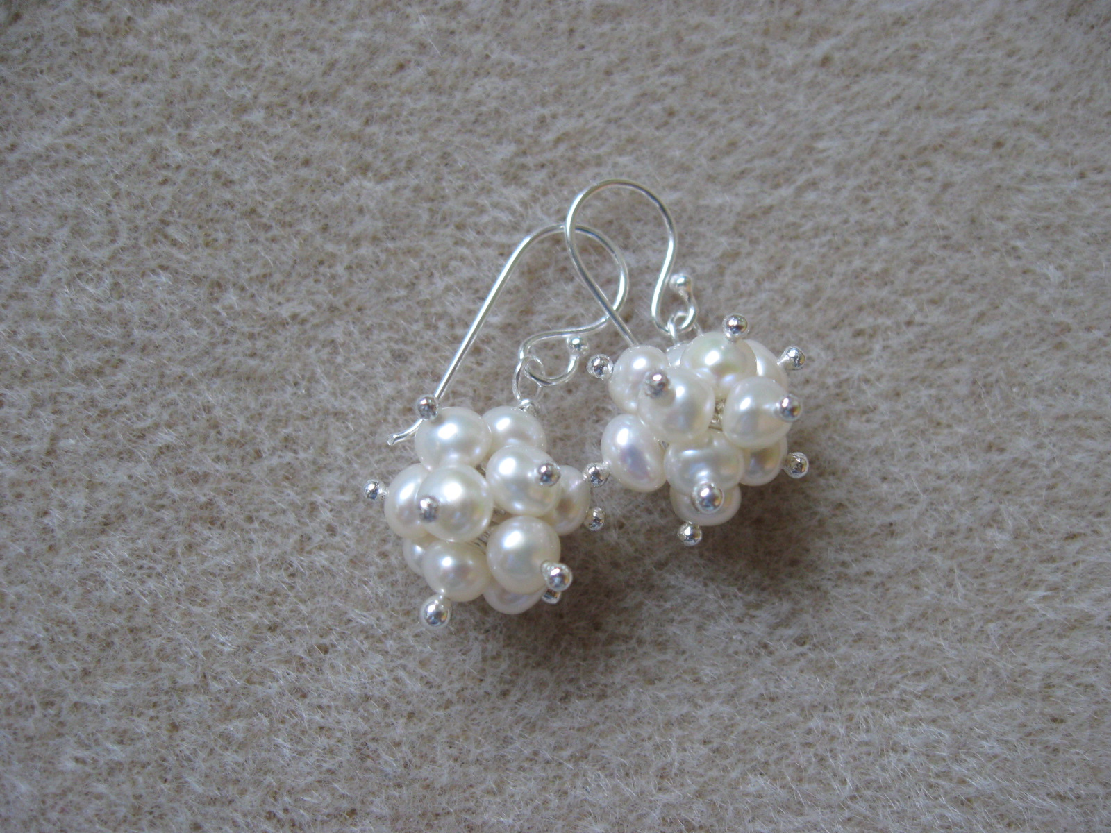 Freshwater pearls cluster earrings