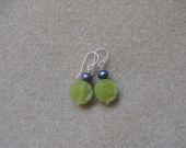 Jade and freshwater pearls earrings