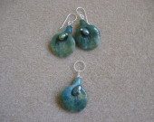 Indian agate and freshwater pearls earrings and pendant set