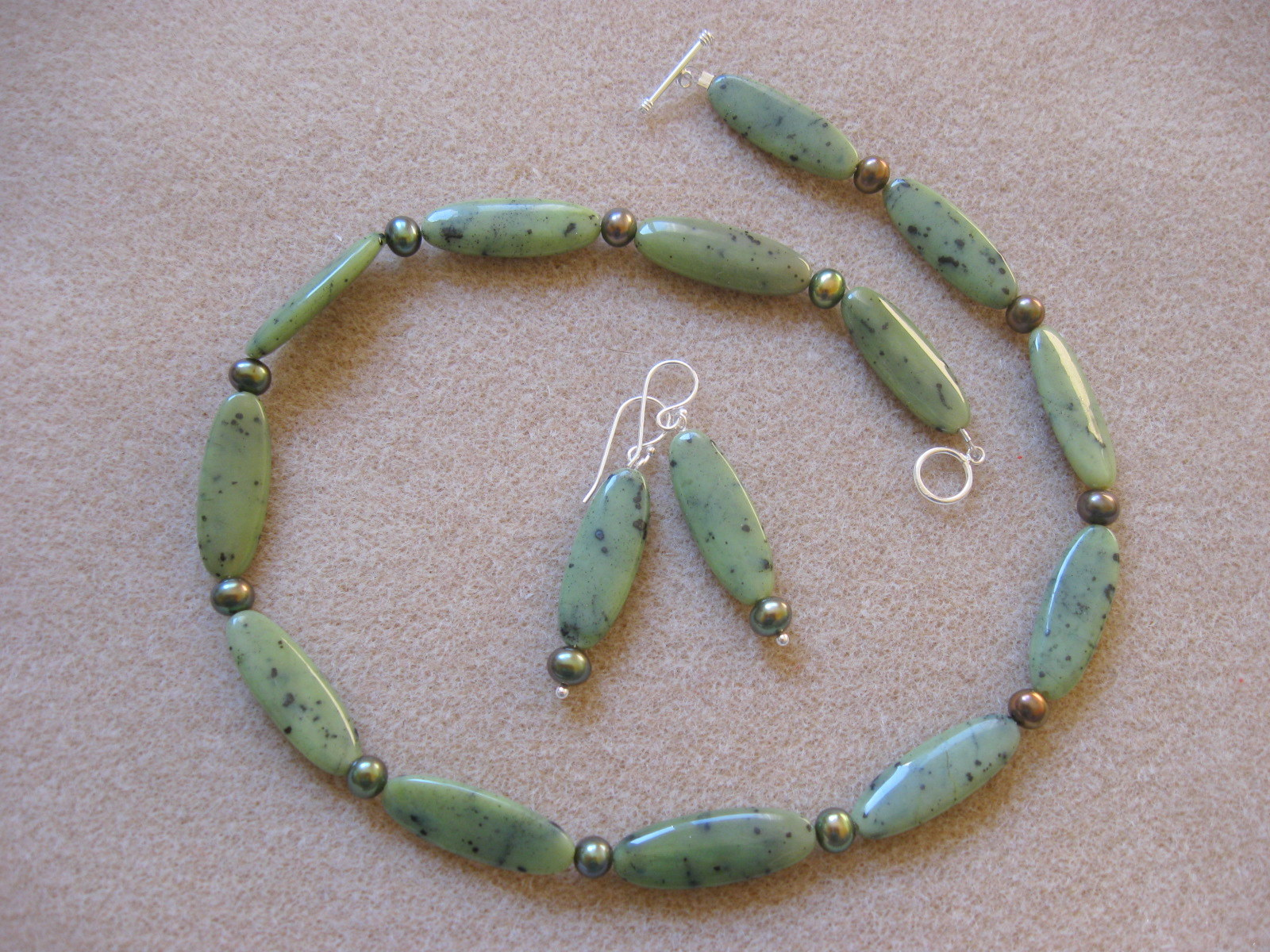 Canadian jade and freshwater pearls set