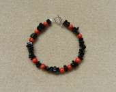 Black onyx chips and sponge coral bracelet