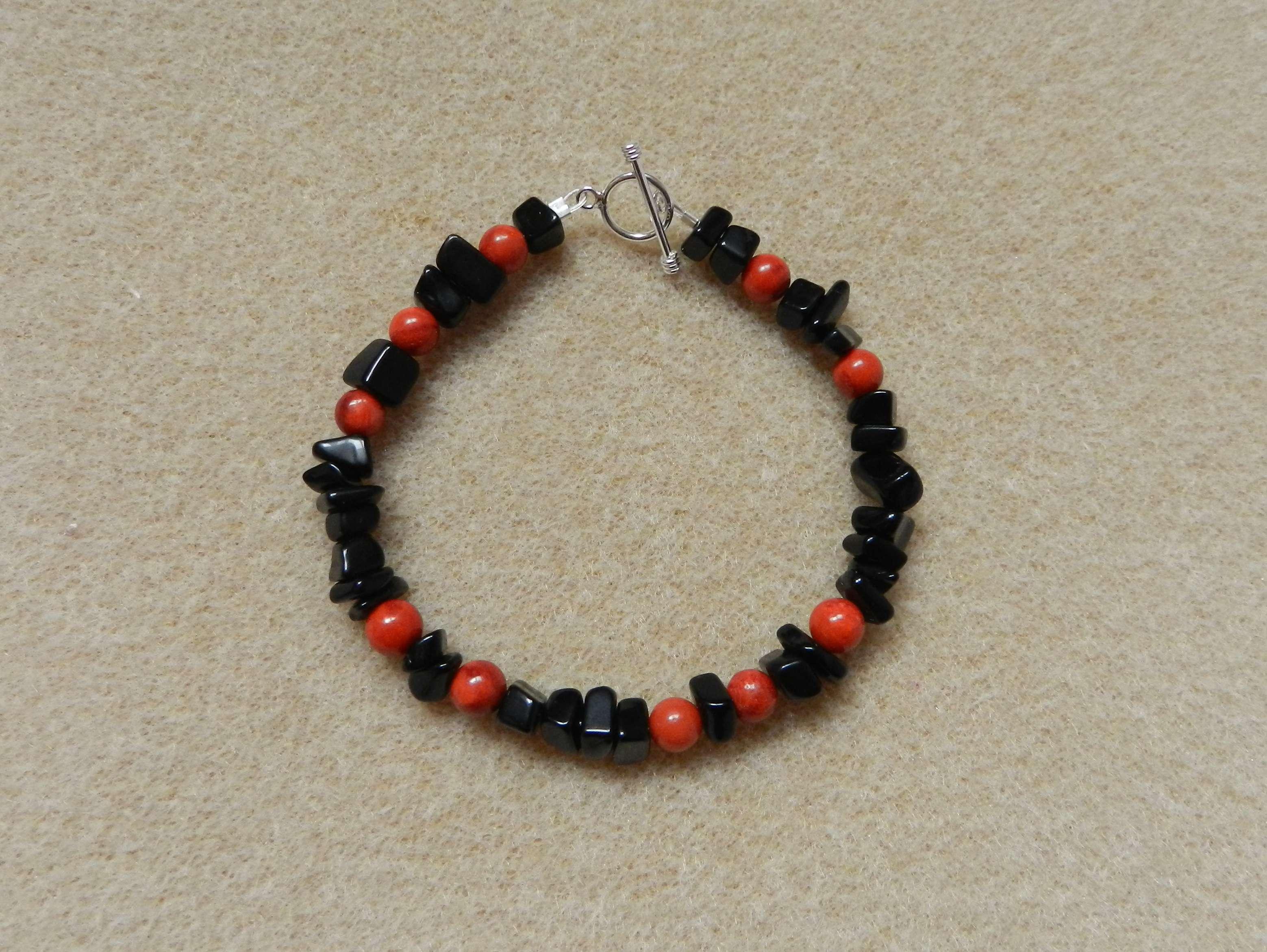 Black onyx chips and sponge coral bracelet