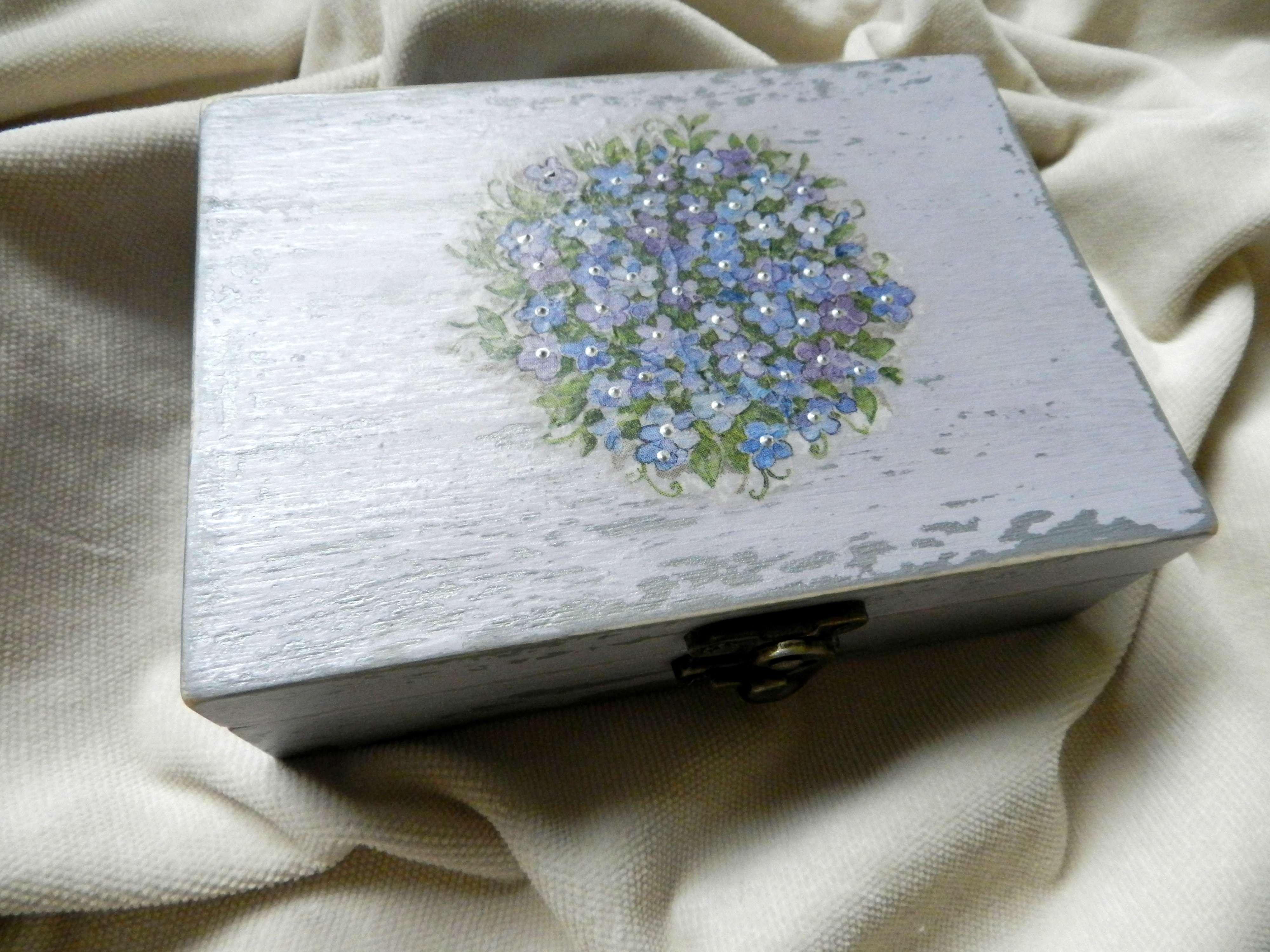 "Decoupage technique jewelry box - ""Forget me nots"""