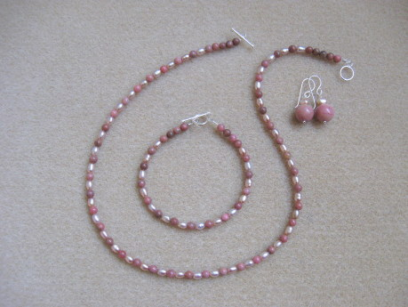 Rhodonite and freshwater pearls set