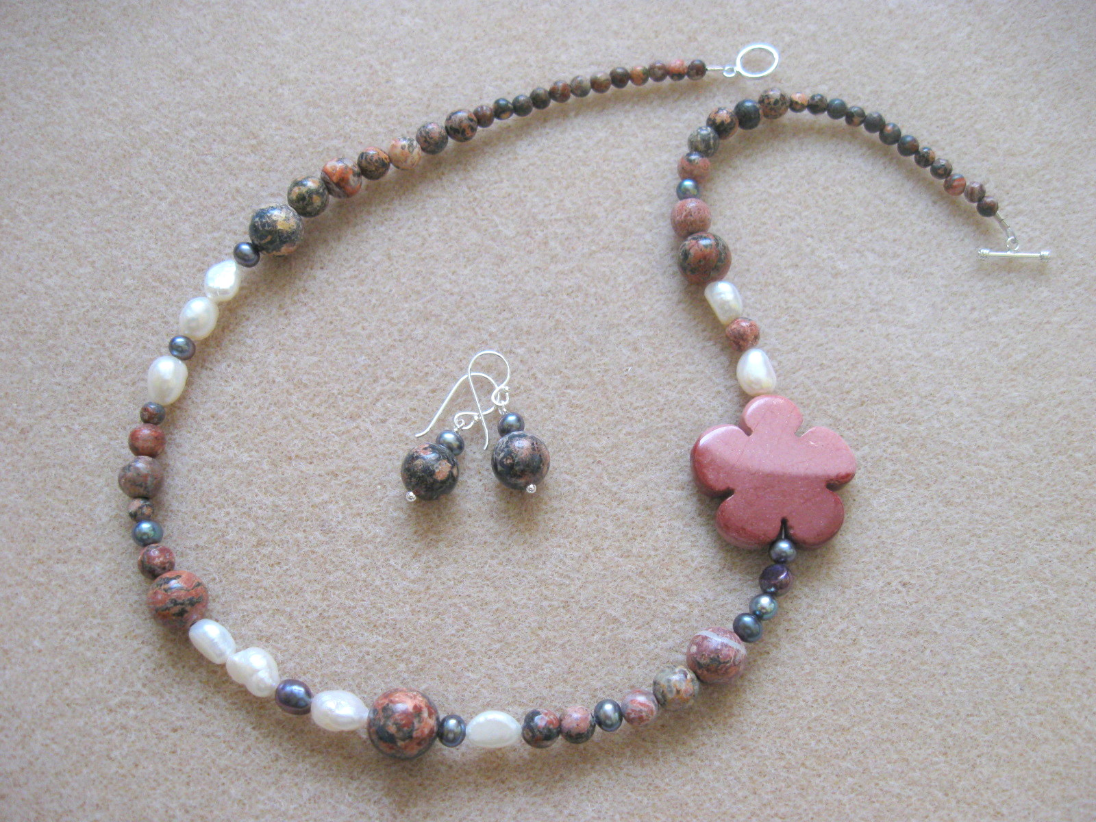 Jasper and freshwater pearls set