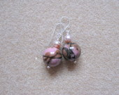 Rhodonite and freshwater pearls earrings