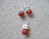 Coral and freshwater pearls earrings and pendant set