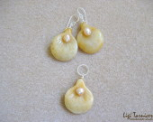 Honey jade earrings and pendant set w