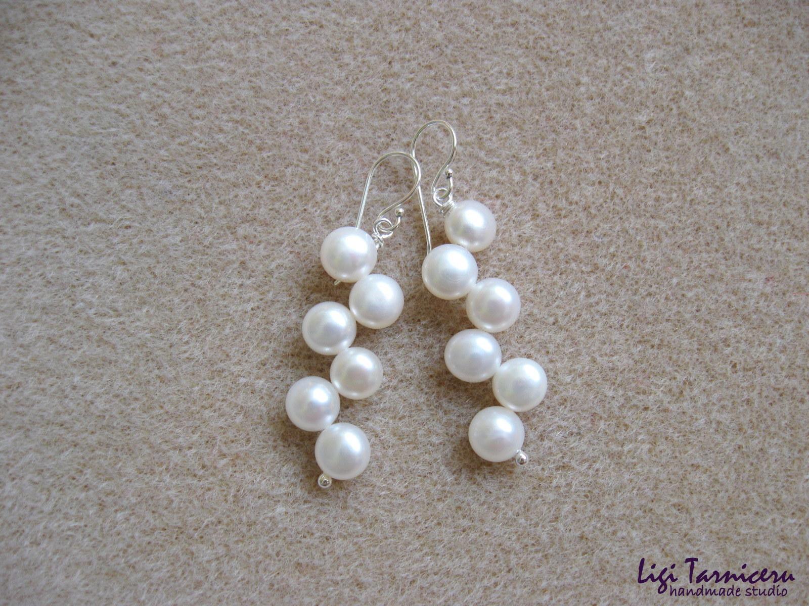 White freshwater pearls earrings w