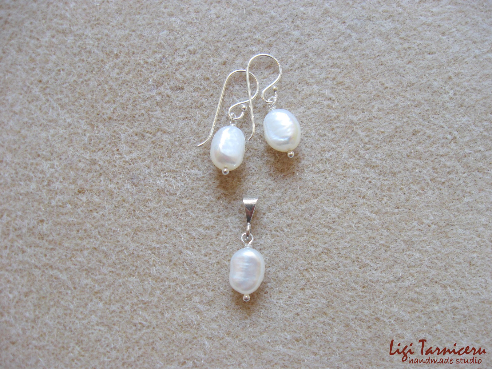 White Baroque pearls earrings and pendant set w