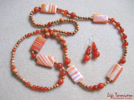 Agate, carnelian and bayong wood set w